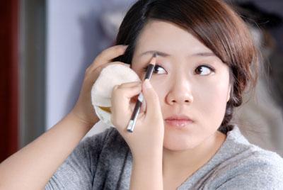 Augenbrauen schminken Augenbrauenstift