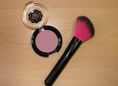 Make up richtig auftragen Rouge auftragen
