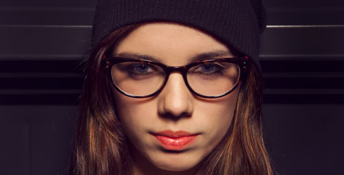 augen schminken mit brille 7 tipps f r brillentr ger stylingdeals. Black Bedroom Furniture Sets. Home Design Ideas