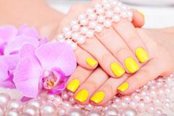 Gelbe Fingernägel